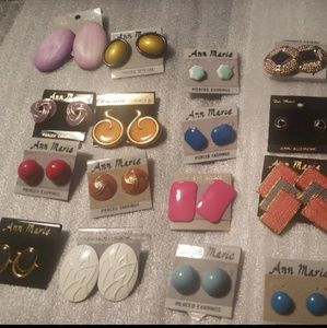 Lot of 20 carded earrings. All colors